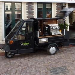 Mobiele Espressobar Italiaanse Piaggio + WK koffiebonen pakket